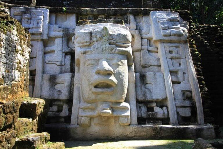 Visiting the Lamanai Maya Ruins