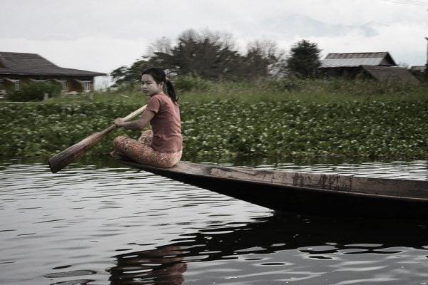 girl rowing in Inle Lake in Myanmar
