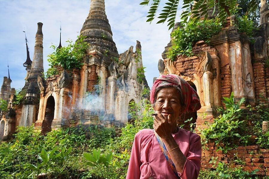 Old lady in Shwe Inn Dain Pagoda in Inle Lake in Myanmar
