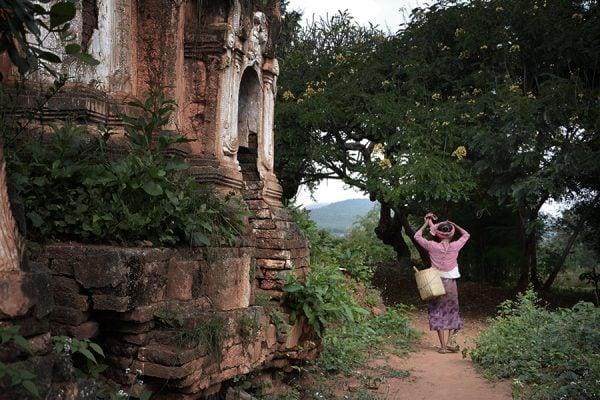 Old lady walking in Shwe Inn Dain Pagoda