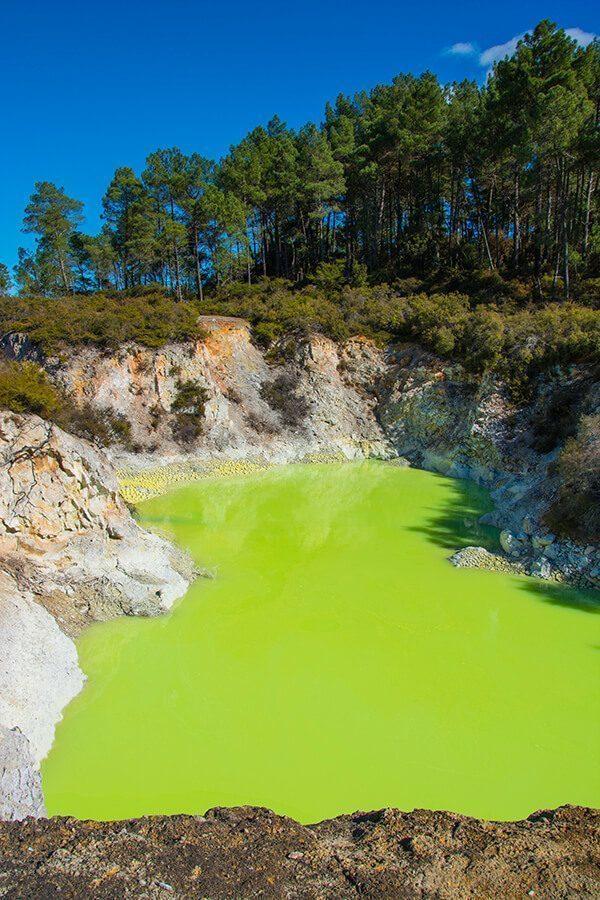 Devil's Bath in Wai-o-Tapu