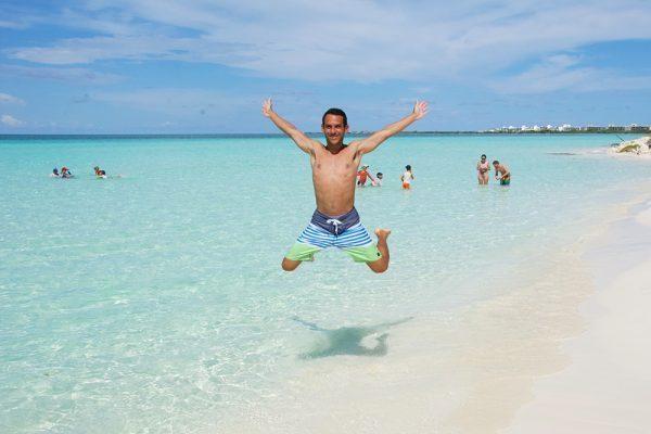 Norbert Jumping in Playa Pilar in Cuba