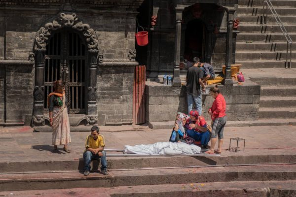 A body arrives at Pashupatinath